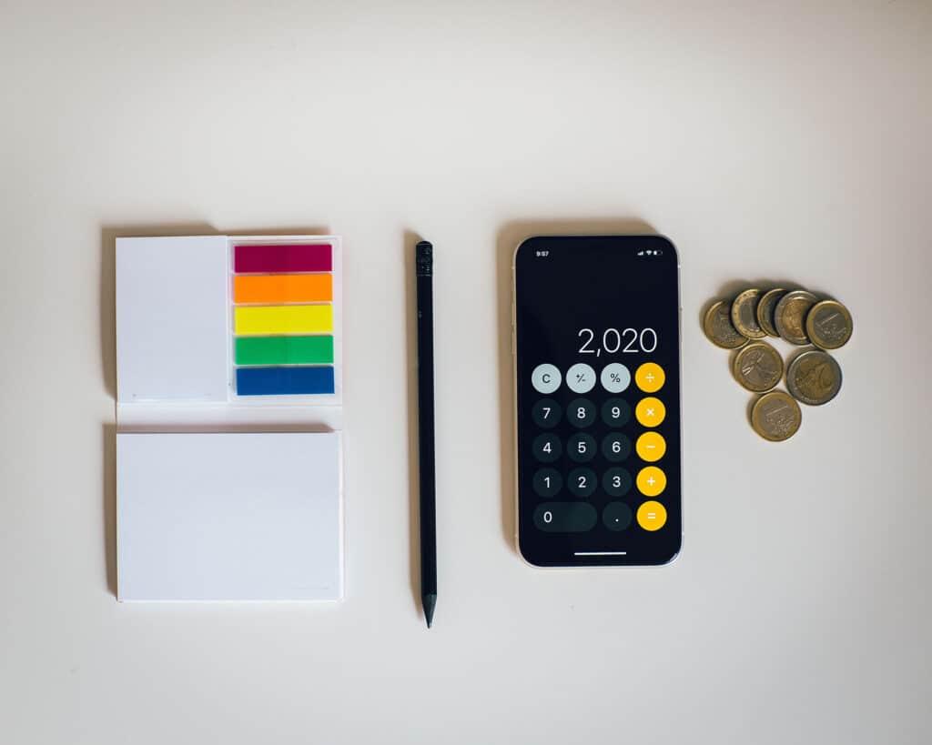 Doe jij zelf je aangifte inkomstenbelasting? Of besteed je dit liever uit?