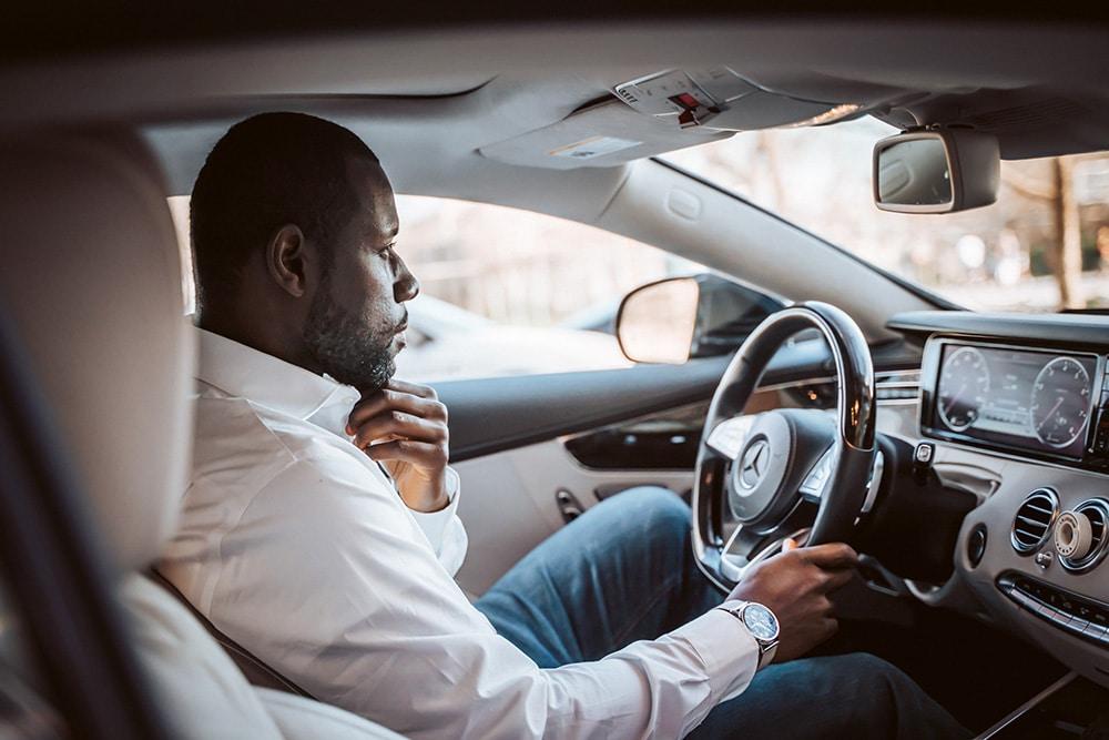 Op latere leeftijd je rijbewijs halen? 3 tips voor het vinden van een goede rijschool