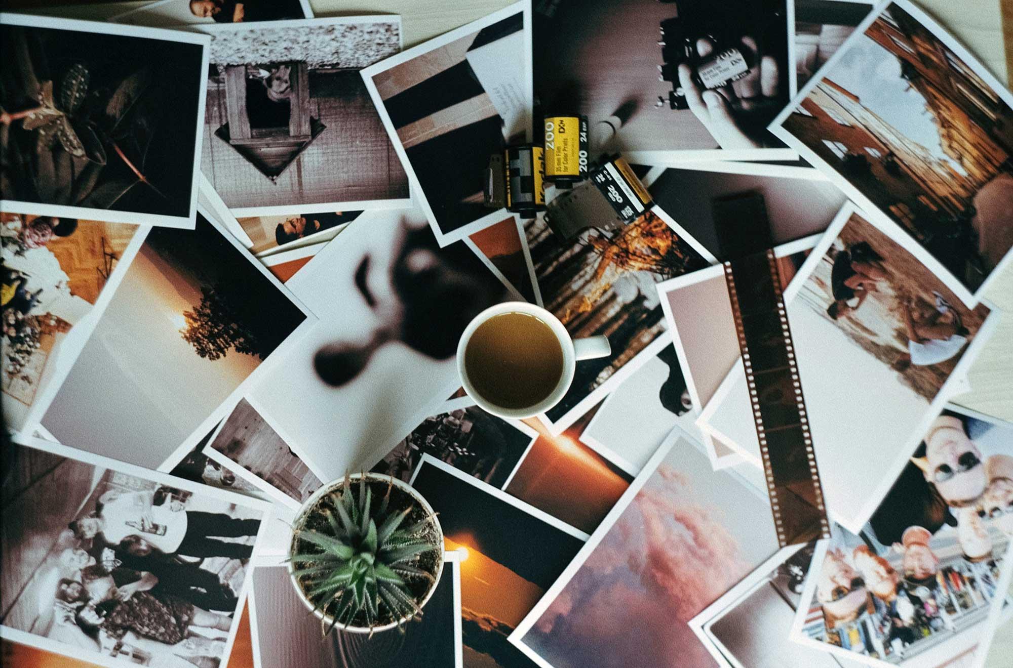 Foto's van de kleinkinderen aan de muur